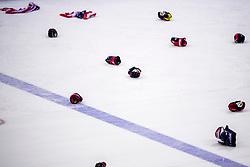22-02-2018 KOR: Olympic Games day 13, PyeongChang<br /> Final Ice Hockey Canada - USA 2-3 / Team USA viert feest en pakt de gouden medaille, handschoenen, vlaggen, beschermers