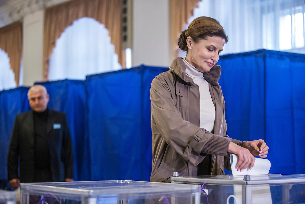 KIEV, UKRAINE - OCTOBER 26: Maryna Poroshenko, wife of President Petro Poroshenko, casts her ballot in parliamentary elections on October 26, 2014 in Kiev, Ukraine. Although a low turnout is expected in the east of the country amid continued fighting between Ukrainian forces and pro-Russian separatists, Ukraine is expected to elect a pro-Western parliament in a further move away from Russian influence. (Photo by Brendan Hoffman/Getty Images) *** Local Caption *** Maryna Poroshenko