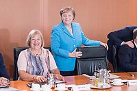 03 JUL 2019, BERLIN/GERMANY:<br /> Angela Merkel (M), CDU, Bundeskanzlerin, und Bettina Hagedorn (L), SPD, Parl. Staatssekretaerin Bundesministerium der Finanzen, vor Beginn der Kabinettsitzung, Bundeskanzleramt<br /> IMAGE: 20190703-01-018<br /> KEYWORDS: Kabinett, Sitzung