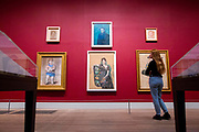 UNITED KINGDOM, London: 06 March 2018 A visitor takes a close look at a collection of Picasso portraits at The Tate Modern's new exhibition 'Picasso 1932: Love, Fame, Tragedy'. The exhibition, which consists of a wide range of Picasso works, runs from 8th March - 9 September 2018.  Rick Findler / Story Picture Agency