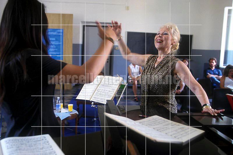 Albisola (Savona), Jul 1999. Italian soprano Renata Scotto teaching in her singing Academy / Albisola (Savona), luglio 1989. Il soprano Renata Scotto mentre insegna nella sua scuola di canto - © Marcello Mencarini