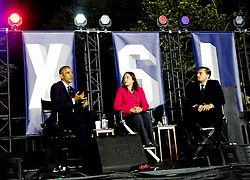 US President Barack Obama (L), Leonardo DiCaprio (R) and Dr. Katharine Hayhoe (C) participate at a panel discussion on climate change as part of the White House South by South Lawn event, in the South Lawn of the White House, Washington DC, October 3, 2016. (Pool/Aude Guerrucci)