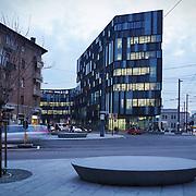 Nuovo quartier generale Lavazza, in via Bologna a Torino . I nuovi uffici, secondo il progetto firmato dall'architetto Cino Zucchi, rappresentano il cuore di un isolato polifunzionale di circa 18.500 metri quadrati, che trasformerà e darà un nuovo volto - riqualificato e smart - al quartiere Aurora.