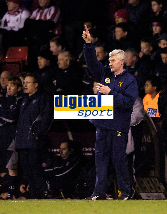 Photo: Jed Wee.<br />Sheffield United v Norwich City. Coca Cola Championship.<br />26/12/2005.<br />Norwich manager Nigel Worthington.