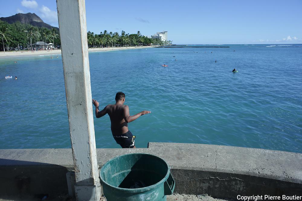 Honolulu; Waikiki,la patrie des surfeurs anciennement  appelés les  iles sandwichs; territoire indépendant sous tutelle américaine  d où est natif l actuel président Obama
