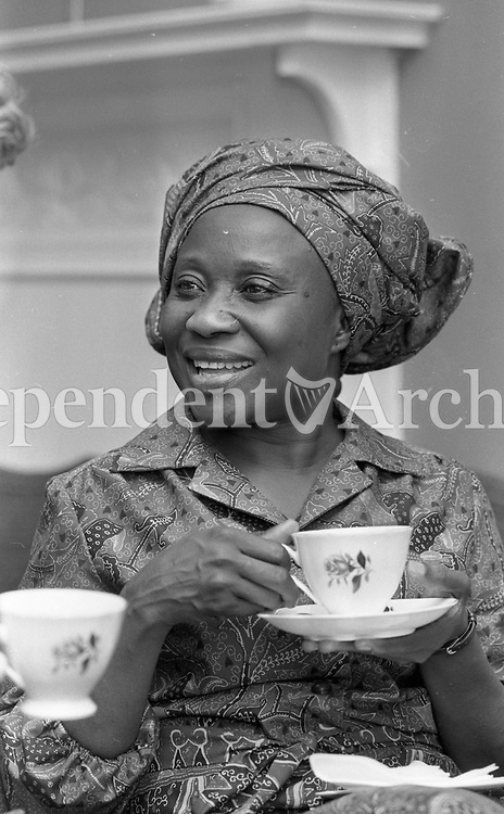 Sally Mugabe, wife of Zimbabwean President Robert Mugabe, at the Irish Countrywomen's Association in Dublin during a three-day visit with her husband to Dublin in September 1983. (Part of the Independent Newspaperrs Ireland/NLI Collection)