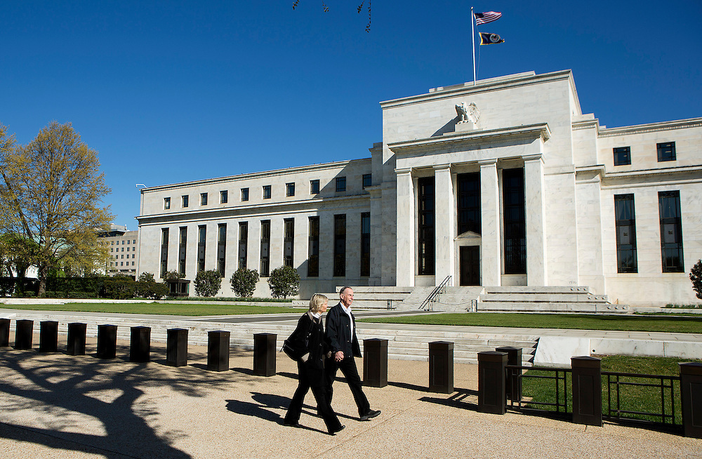 Pedestrians walk past the Federal Reserve Building in Washington, on April 3, 2012. Investors are awaiting minutes from the U.S. Federal Open Market Committee's March 13 meeting that may provide clues on any potential quantitative easing.    REUTERS/Joshua Roberts    (UNITED STATES)