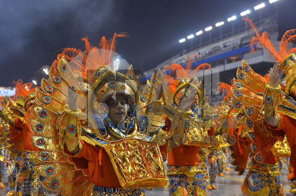 SAO PAULO, SP, 09 FEVEREIRO 2013 - CARNAVAL SP - DRAGOES DA REAL  - Integrantes da escola de samba Dragoes da Real durante desfile no primeiro dia do Grupo Especial no Sambódromo do Anhembi na região norte da capital paulista, na madrugada deste sábado, 09. (FOTO: LEVI BIANCO - BRAZIL PHOTO PRESS).