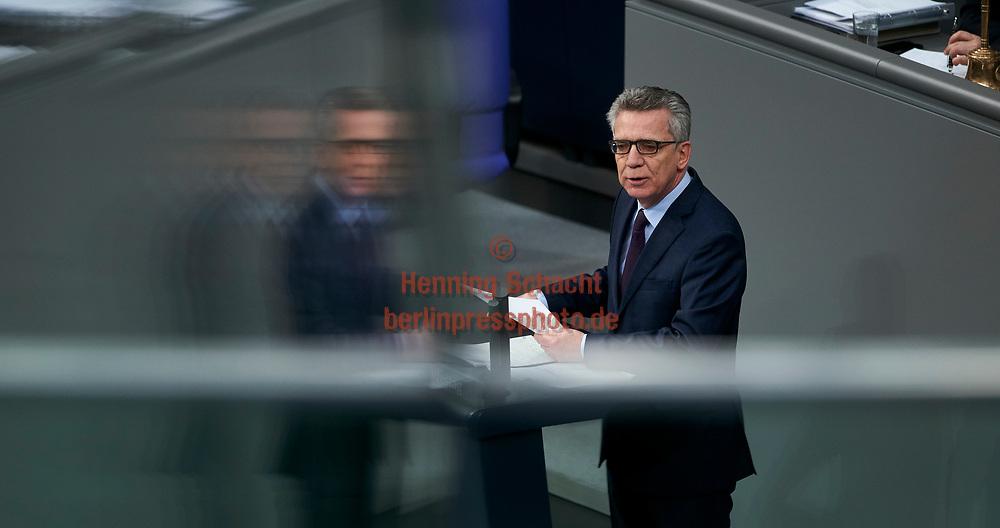 Innenminister Thomas de Maiziere (CDU) spricht im Bundestag zum Tagesordnungspunkt Familiennachzug zu subsidiär Schutzberechtigten  in Berlin. / 01022018,DEU,Deutschland,Berlin