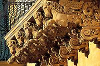 Italie - Sicile - Noto, ville baroque - Balcon du palais Nicolacci