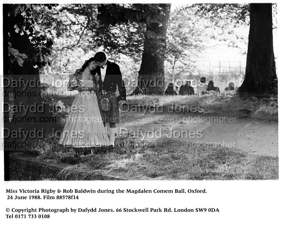 Miss Victoria Rigby & Rob Baldwin during the Magdalen Comem Ball. Oxford, 24 June 1988. Film 88578f14<br />© Copyright Photograph by Dafydd Jones<br />66 Stockwell Park Rd. London SW9 0DA<br />Tel 0171 733 0108