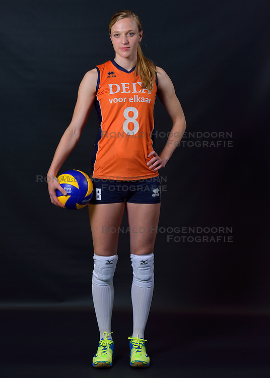 22-05-2015 NED: Selectie Nederlands Volleybalteam vrouwen 2015, Arnhem<br /> Op Papendal werd de photoshoot met de Nederlandse Volleybal vrouwen gedaan / Judith Pietersen #8