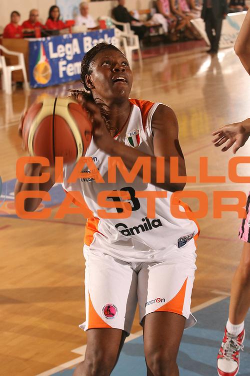 DESCRIZIONE : Cagliari Lega A1 Femminile 2006-07 Prima Giornata Famila Wuber Schio Pool Comense <br /> GIOCATORE : Ngoyisa Bernadette<br /> SQUADRA : Famila Wuber Schio <br /> EVENTO : Campionato Lega A1 2006-2007 <br /> GARA : Famila Wuber Schio Pool Comense <br /> DATA : 08/10/2006 <br /> CATEGORIA : <br /> SPORT : Pallacanestro <br /> AUTORE : Agenzia Ciamillo-Castoria/S.D'Errico