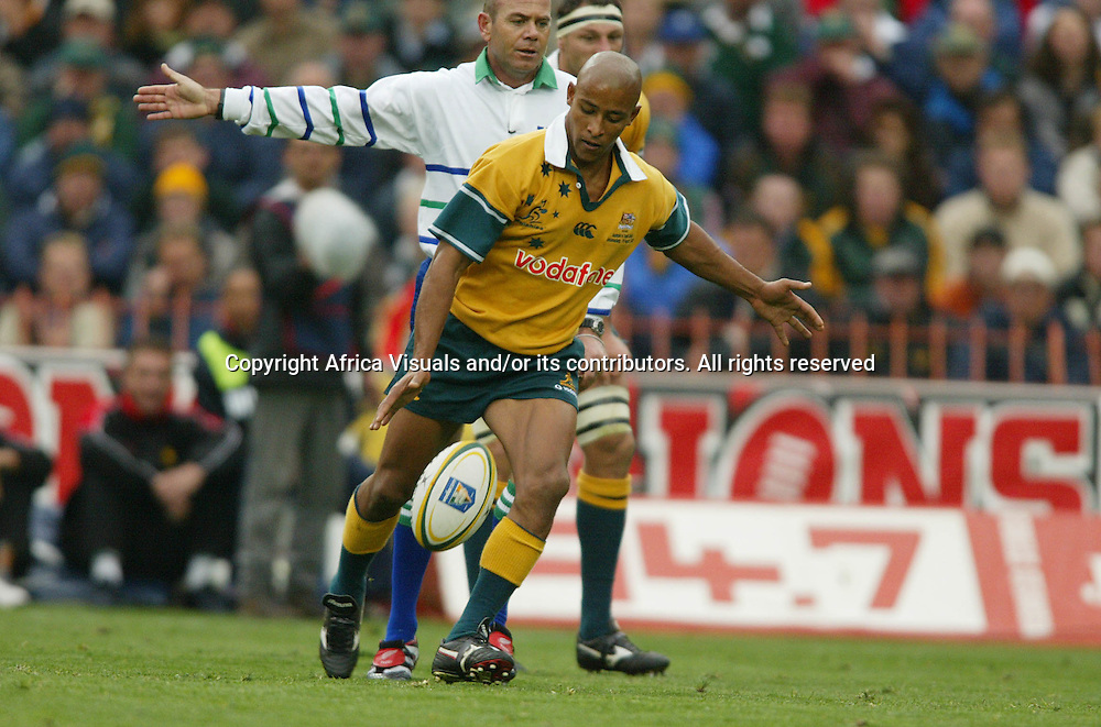 17 August 2002, Ellis Park, Tri - Nations, Rugby Union. South Africa v Australia. George Gregan lines up his drop kick to level the score. The Springboks defeated Australia, 33-31.<br />Pic: Noel Hammond/Photosport