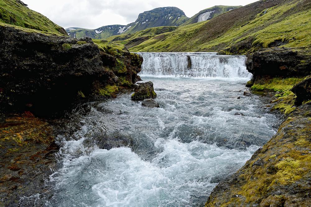 09-07-2014 ISL: Iceland Diabetes Challenge Dag 5, Emstrur<br /> Van Alftavatn naar Emstrur / Waterval, natuur, landschap