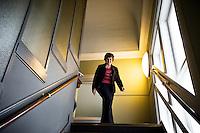Nederland. Den Haag, 25 maart 2009.<br /> De PvdA Tweede kamerfractie is aakkoord gegaan met het sociaal akkoord.<br /> Mariette Hamer verlaat de vergaderzaal, op weg naar haar werkkamer. . De top van het kabinet en de sociale partners hebben gisteravond laat een principe-akkoord gesloten.<br /> Foto Martijn Beekman<br /> NIET VOOR PUBLIKATIE IN LANDELIJKE DAGBLADEN.