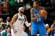 Vince Carter (25) of the Dallas Mavericks defends Kevin Durant (35) of the Oklahoma City Thunder at the American Airlines Center in Dallas on Sunday, March 17, 2013. (Cooper Neill/The Dallas Morning News)