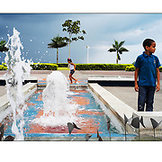 """Autor de la Obra: Aaron Sosa<br /> Título: """"Serie: La City""""<br /> Lugar: Ciudad de Panamá - Panamá<br /> Año de Creación: 2013<br /> Técnica: Captura digital en RAW impresa en papel 100% algodón Ilford Galeríe Prestige Silk 310gsm<br /> Medidas de la fotografía: 33,3 x 22,3 cms<br /> Medidas del soporte: 45 x 35 cms<br /> Observaciones: Cada obra esta debidamente firmada e identificada con """"grafito – material libre de acidez"""" en la parte posterior. Tanto en la fotografía como en el soporte. La fotografía se fijó al cartón con esquineros libres de ácido para así evitar usar algún pegamento contaminante.<br /> <br /> Precio: Consultar<br /> Envios a nivel nacional  e internacional."""