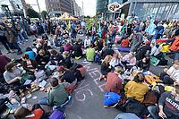 07 OCT 2019, BERLIN/GERMANY:<br /> Extinction Rebellion (XR), eine globale Umweltbewegung protestiert mit der Blockade von Verkehrsknotenpunkten fuer eine Kehrtwende in der Klimapolitik, Potsdamer Platz<br /> IMAGE: 20191007-01-030<br /> KEYWORDS: Demonstration, Demo, Demonstraten, Klima, Klimawandel, climate change, protest, Kundgebung, Klimakrise