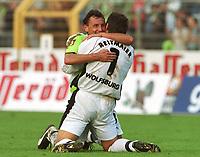 Fotball: Bundesliga 2001/2002. v.l. Frank GREINER , Fussballtorwart Claus REITMAIER  Jubel<br />         VfL Wolfsburg - 1.FC Kaiserslautern  2:0