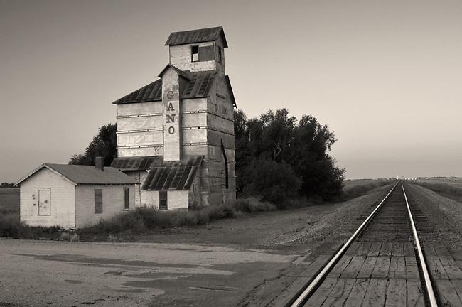 Kansas, Ardell, Gano Grain<br /> Elevator, Built In 1915, National Register OF Historic<br /> Places, Santa Fe Railroad<br /> Tracks, Dawn, Midwest