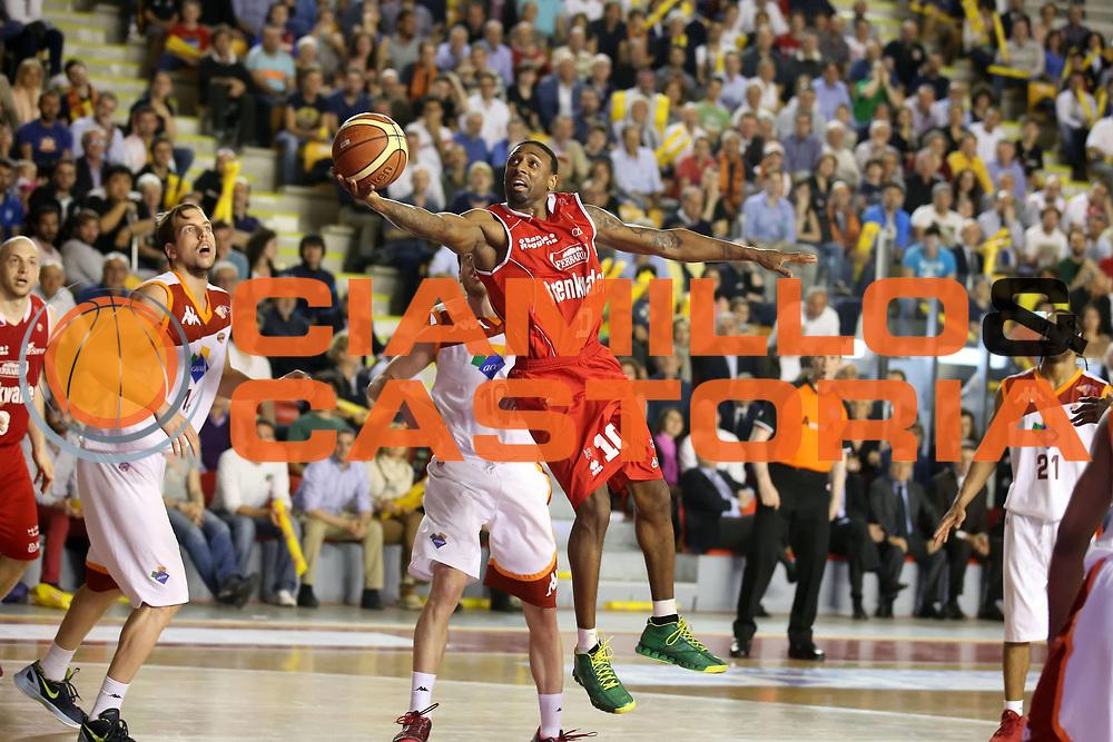 DESCRIZIONE : Roma Lega A 2012-2013 Acea Roma Trenkwalder Reggio Emilia playoff quarti di finale gara 5<br /> GIOCATORE : Troy Bell<br /> CATEGORIA : penetrazione tiro<br /> SQUADRA : Trenkwalder Reggio Emilia <br /> EVENTO : Campionato Lega A 2012-2013 playoff quarti di finale gara 5<br /> GARA : Acea Roma Trenkwalder Reggio Emilia<br /> DATA : 17/05/2013<br /> SPORT : Pallacanestro <br /> AUTORE : Agenzia Ciamillo-Castoria/ElioCastoria<br /> Galleria : Lega Basket A 2012-2013  <br /> Fotonotizia : Roma Lega A 2012-2013 Acea Roma Trenkwalder Reggio Emilia playoff quarti di finale gara 5<br /> Predefinita :