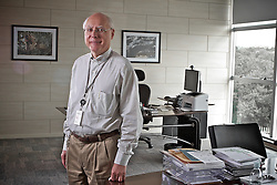 O presidente da Ceitec, Cylon Gonçalves da Silva, em seu escritório em Porto Alegre. FOTO: Jefferson Bernardes/Preview.com