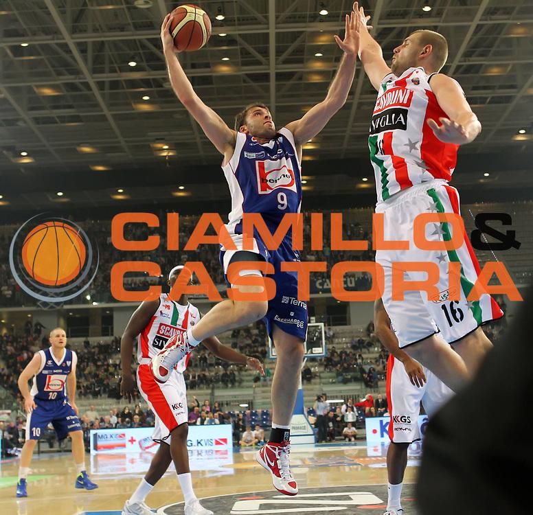 DESCRIZIONE : Torino Coppa Italia Final Eight 2012 Semifinale Scavolini Siviglia Pesaro Bennet Cantu<br /> GIOCATORE : Manuchar Markoishvili<br /> SQUADRA : Bennet Cantu <br /> EVENTO : Suisse Gas Basket Coppa Italia Final Eight 2012<br /> GARA : Scavolini Siviglia Pesaro Bennet Cantu<br /> DATA : 18/02/2012<br /> CATEGORIA : tiro<br /> SPORT : Pallacanestro<br /> AUTORE : Agenzia Ciamillo-Castoria/ElioCastoria<br /> Galleria : Final Eight Coppa Italia 2012<br /> Fotonotizia : Torino Coppa Italia Final Eight 2012 Semifinale Scavolini Siviglia Pesaro Bennet Cantu<br /> Predefinita :