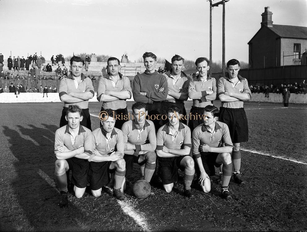 17/01/1954<br /> 01/17/1954<br /> 17 January 1954<br /> Soccer: Drumcondra v Evergreen at Tolka Park, Dublin. The Evergreen United team.