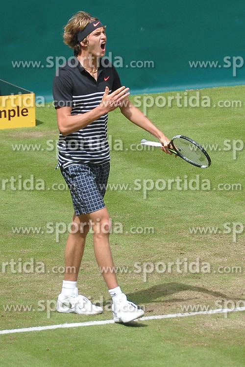 17.06.2015, Gerry Weber Stadion, Halle Westfalen, GER, ATP Tour, Gerry Weber Open 2015, Tag 3, im Bild Alexander 'Sascha' Zverev (GER) // during day tree of 2015 Gerry Weber Open of ATP world Tour at the Gerry Weber Stadion in Halle Westfalen, Germany on 2015/06/17. EXPA Pictures &copy; 2015, PhotoCredit: EXPA/ Eibner-Pressefoto/ Franz<br /> <br /> *****ATTENTION - OUT of GER*****