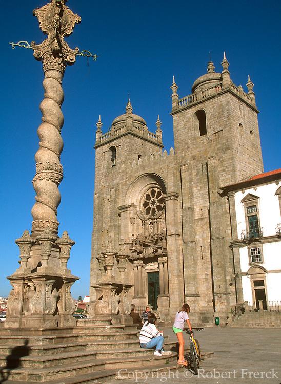 PORTUGAL, DOURO, PORTO The Se or Cathedral, Romanesque