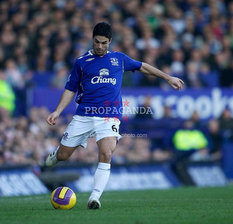 LIVERPOOL, ENGLAND - Saturday, February 9, 2008: Everton's Mikel Arteta during the Premiership match at Goodison Park. (Photo by David Rawcliffe/Propaganda)