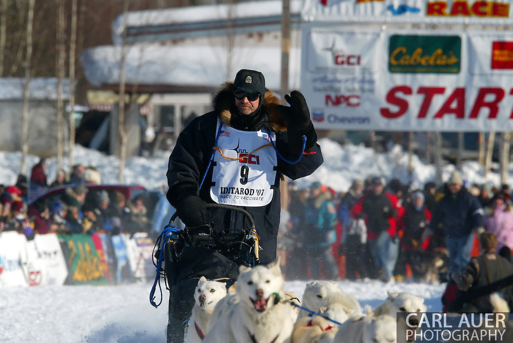 3/4/2007:  Willow, Alaska -  Veteran Jim Lanier of Chugiak, AK waves to the fans as he heads out for the 35th Iditarod Sled Dog Race
