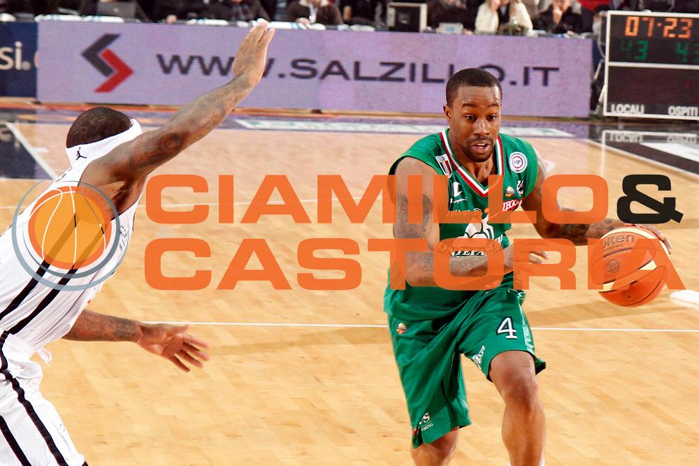 DESCRIZIONE : Caserta Lega A 2011-12 Otto Caserta Montepaschi Siena<br /> GIOCATORE : Bo Lester Mc Calebb<br /> SQUADRA : Montepaschi Siena<br /> EVENTO : Campionato Lega A 2011-2012<br /> GARA : Otto Caserta Montepaschi Siena<br /> DATA : 05/02/2012<br /> CATEGORIA : palleggio<br /> SPORT : Pallacanestro<br /> AUTORE : Agenzia Ciamillo-Castoria/A.De Lise<br /> Galleria : Lega Basket A 2011-2012<br /> Fotonotizia : Caserta Lega A 2011-12 Otto Caserta Montepaschi Siena<br /> Predefinita :