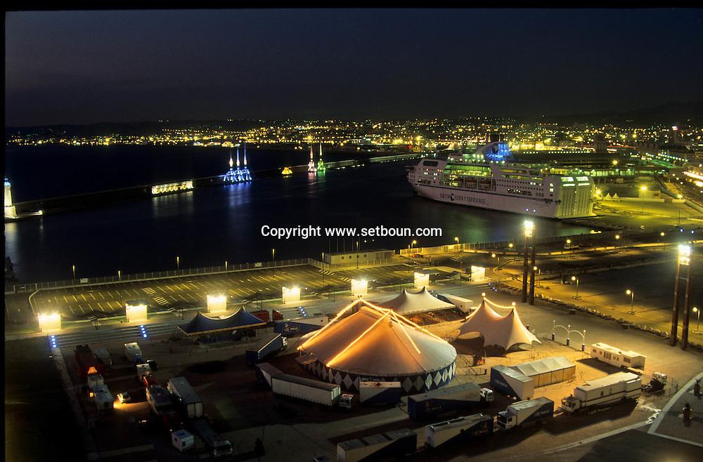 QUAI J4 . VIEW FROM THE FANAL TOWER A  Marseille  France  ///LE NOUVEAU QUAI J4 . . VUE DEPUIS LA TOUR DU FANAL  Marseille  France  //    L0008273  /  R20711  /  P116219//CIRCUS//CIRQUE
