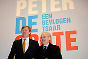 Prins Willem-Alexander heeft in Amsterdam een tentoonstelling over de Russische tsaar Peter de Grote in de Hermitage geopend. De toekomstige koning van Nederland is beschermheer van de Hermitage en een verre nazaat van de Russische tsaar. <br /> <br /> Prince Willem-Alexander in Amsterdam, an exhibition on the Russian Tsar Peter the Great at the Hermitage opened. The future king of the Netherlands is the patron of the Hermitage and a distant descendant of the Russian Tsar.<br /> <br /> Op de foto / On the photo: prins Willem-Alexander en directeur Mikhail Piotrovsky van Hermitage Sint Petersburg