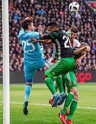 21-01-2018 NED: AFC Ajax - Feyenoord, Amsterdam<br /> Ajax was met 2-0 te sterk voor Feyenoord / Klaas Jan Huntelaar #9 of AFC Ajax tussen die man van Feyenoord Brad Jones #25 of Feyenoord, Renato Tapia #20 of Feyenoord, Sven van Beek #3 of Feyenoord