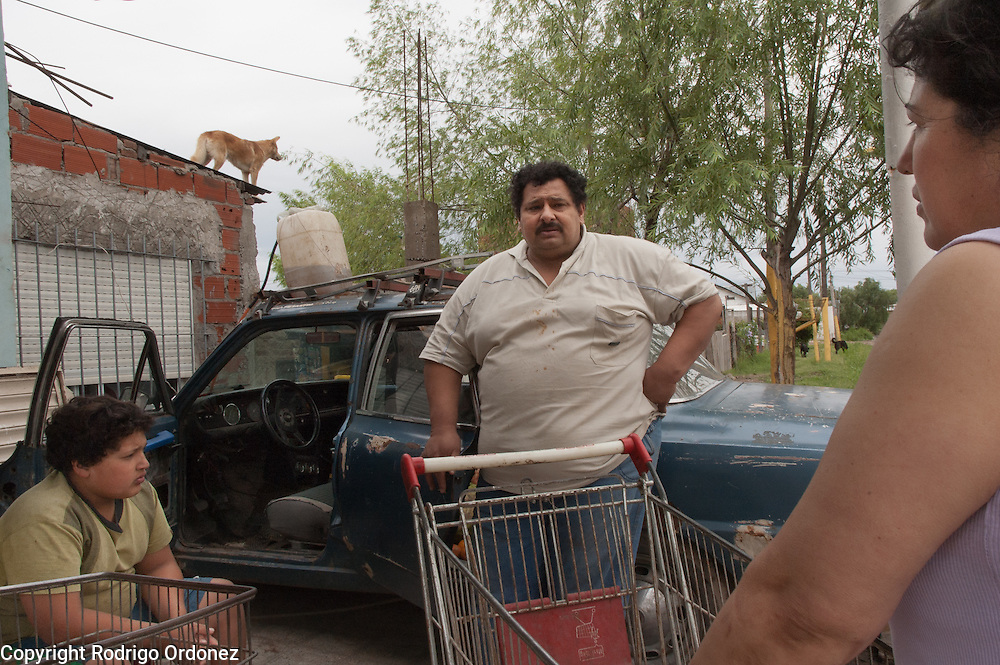 Sim&oacute;n Areco (center) and his wife Mari Carmen Espinola (right) are Paraguayan and run a grocery shop in Ocho de Mayo.<br /> About 65 percent of the population of Ocho de Mayo is from Paraguay.