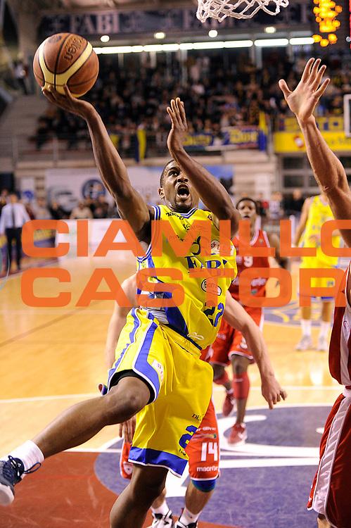 DESCRIZIONE : Ancona Lega A 2011-12 Fabi Shoes Montegranaro Cimberio Varese<br /> GIOCATORE : Jerel Mc Neal<br /> CATEGORIA : tiro penetrazione<br /> SQUADRA : Fabi Shoes Montegranaro<br /> EVENTO : Campionato Lega A 2011-2012<br /> GARA : Fabi Shoes Montegranaro Cimberio Varese<br /> DATA : 29/01/2012<br /> SPORT : Pallacanestro<br /> AUTORE : Agenzia Ciamillo-Castoria/C.De Massis<br /> Galleria : Lega Basket A 2011-2012<br /> Fotonotizia : Ancona Lega A 2011-12 Fabi Shoes Montegranaro Cimberio Varese<br /> Predefinita :