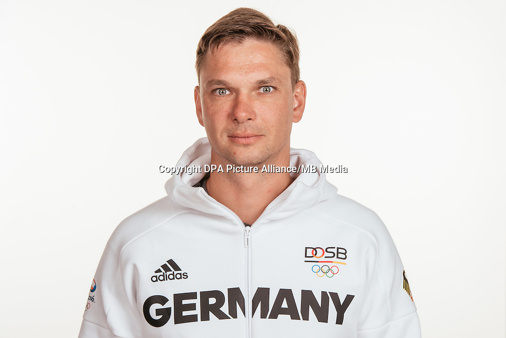 Christian Käding poses at a photocall during the preparations for the Olympic Games in Rio at the Emmich Cambrai Barracks in Hanover, Germany, taken on 19/07/16 | usage worldwide