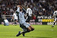 Fotball<br /> UEFA-cup 2003/04<br /> Semifinale, første kamp<br /> Newcastle v Olympique Marseille<br /> 22. april 2004<br /> Foto: Digitalsport<br /> NORWAY ONLY<br /> <br /> DESPAIR DIDIER DROGBA (OM) AFTER MISSING A GOAL
