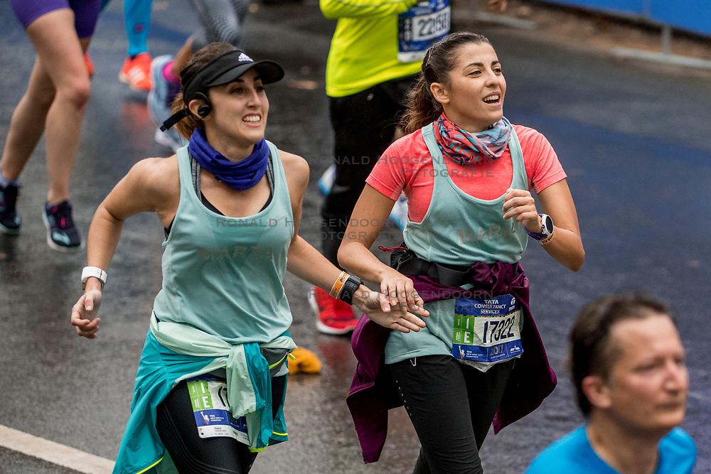 05-11-2017 USA: NYC Marathon We Run 2 Change Diabetes day 3, New York<br /> De dag van de marathon, 42 km en 195 meter door de straten van Staten Island, Brooklyn, Queens, The Bronx en Manhattan / Marta, Maria Spain
