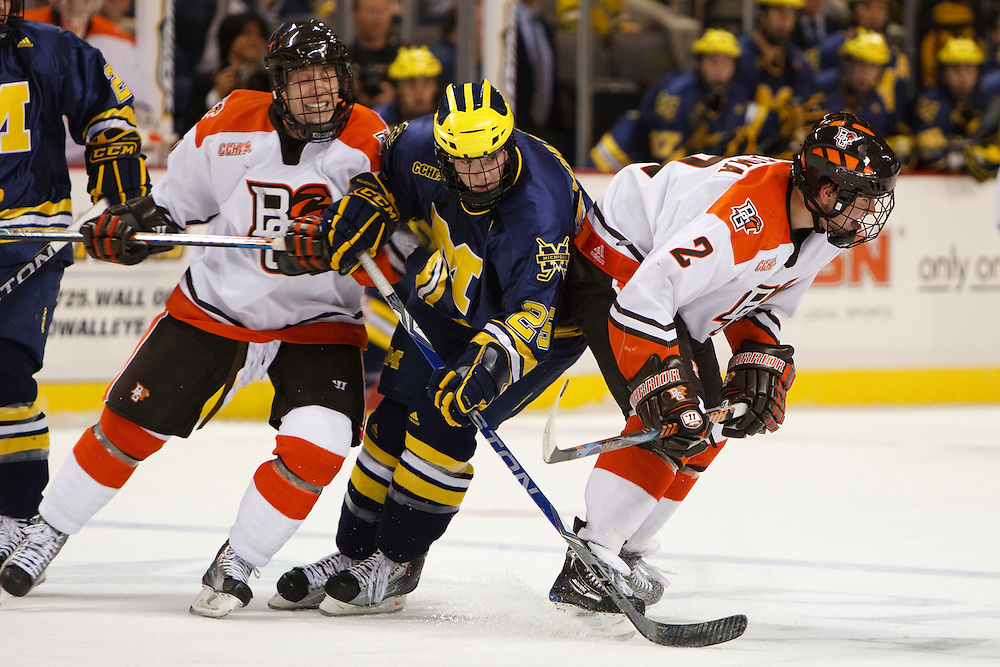 November 21, 2009:  BGSU's Wade Finegan (11), Michigan wing David Wohlberg (25) and BGSU's Ryan Peltoma during the NCCA hockey game between Michigan and the Bowling Green State University at Lucas County Arena in Toledo, Ohio.