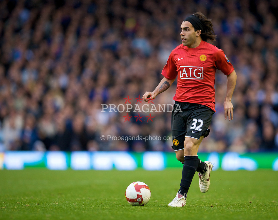 LIVERPOOL, ENGLAND - Saturday, October 25, 2008: Manchester United's Carlos Tevez in action against Everton during the Premiership match at Goodison Park. (Photo by David Rawcliffe/Propaganda)
