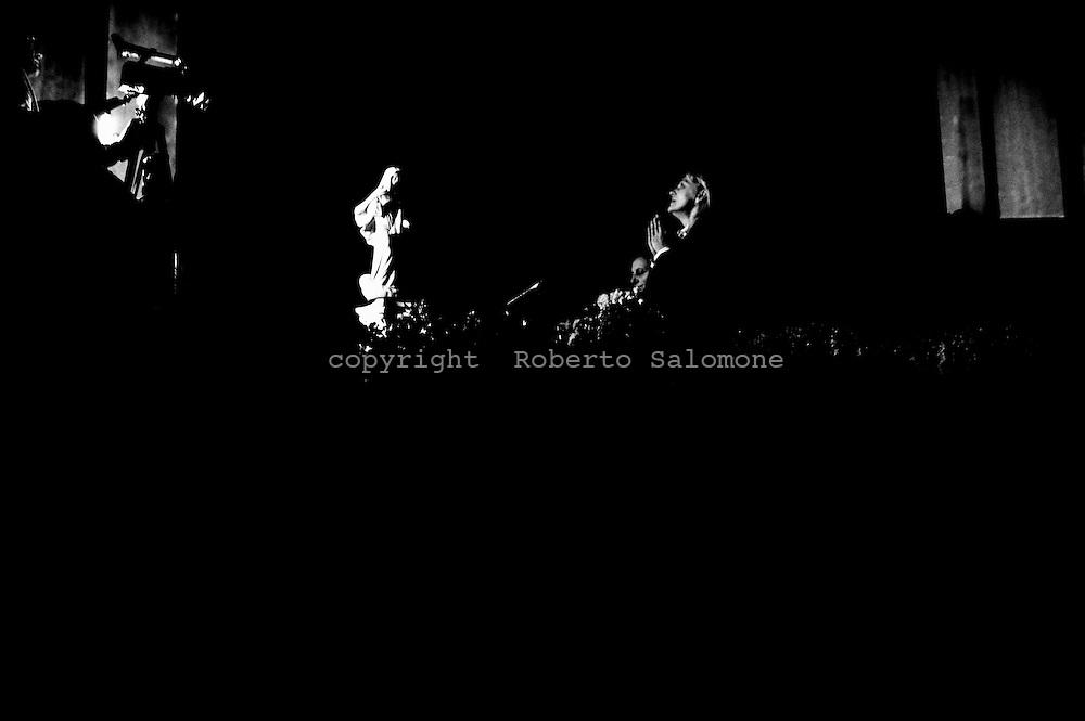 Napoli, Italia - 2 febbraio 2012. La veggente  Mirjiana Dragicevica prega durante un raduno religioso in cui entrerà in contatto con la Madonna  Circa ventimila persone, giunte da ogni parte d'Europa, hanno affollato il Palargine di Ponticelli (Napoli) sin dalle prime ore del giorno..Ph. Roberto Salomone Ag. Controluce.ITALY - Seer Mirjiana Dragicevic prays during a religous meeting in Naples on February 2, 2012.. Thousands crowded the Palargine center to assist.