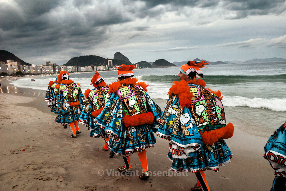 The gang of the Indian (Turma do Indio) is based in the district of Guadalupe, suburb of Rio de Janeiro. Pacific oriented, they use a totem and a soft toy instead of the ball - as a sign of non agressivity. To show and parade on the Beach of Copacabana is a pride & revenge for this people of poor workers from the far suburbs.