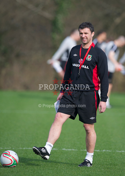 CARDIFF, WALES - Thursday, March 24, 2011: Wales' manager Gary Speed MBE during a training session at the Vale of Glamorgan ahead of the UEFA Euro 2012 qualifying Group G match against England. (Photo by David Rawcliffe/Propaganda)