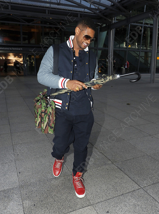 07.NOVEMBER.2012. LONDON<br /> <br /> USHER ARRIVING AT HEATHROW AIRPORT<br /> <br /> BYLINE: EDBIMAGEARCHIVE.CO.UK<br /> <br /> *THIS IMAGE IS STRICTLY FOR UK NEWSPAPERS AND MAGAZINES ONLY*<br /> *FOR WORLD WIDE SALES AND WEB USE PLEASE CONTACT EDBIMAGEARCHIVE - 0208 954 5968*