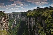 Cambara do Sul_RS, Brasil.<br /> <br /> Canion Itaimbezinho no Parque Nacional dos Aparados da Serra em Cambara do Sul, Rio Grande do Sul.<br /> <br /> <br /> Itaimbezinho canyon in Aparados da Serra National Park in Cambara do Sul, Rio Grande do Sul.<br /> <br /> Foto: JOAO MARCOS ROSA / NITRO