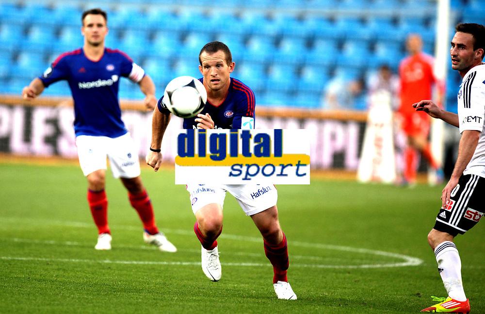 Fotball<br /> Tippeligaen<br /> Ullev&aring;l Stadion 10.08.12<br /> V&aring;lerenga VIF - Odd Grenland<br /> Chad Barrett foran Magnus Lekven<br /> Foto: Eirik F&oslash;rde